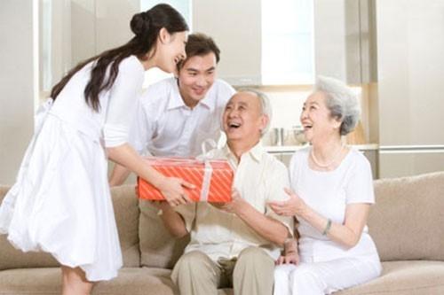 Làm sao để lấy lòng gia đình của người ấy?