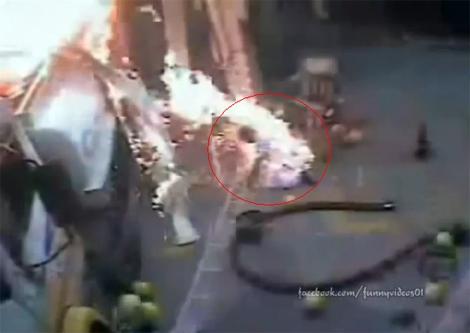 Người đàn ông biến thành ngọn đuốc sau tiếng nổ và lửa bùng lên