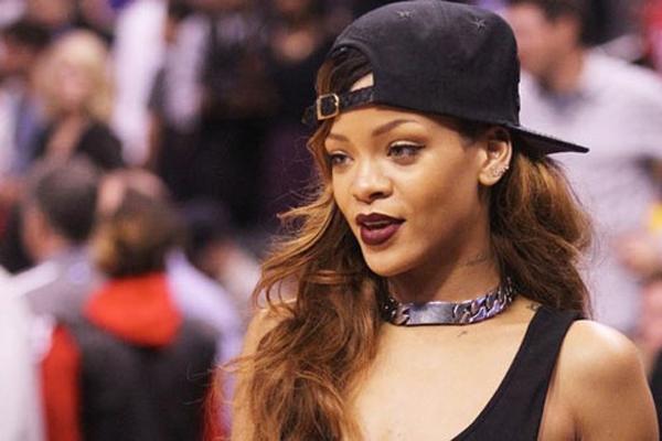 Trộm vi tính cũng tuyên bố đang nắm giữ ảnh nóng của hàng loạt ngôi sao khác như Rihanna