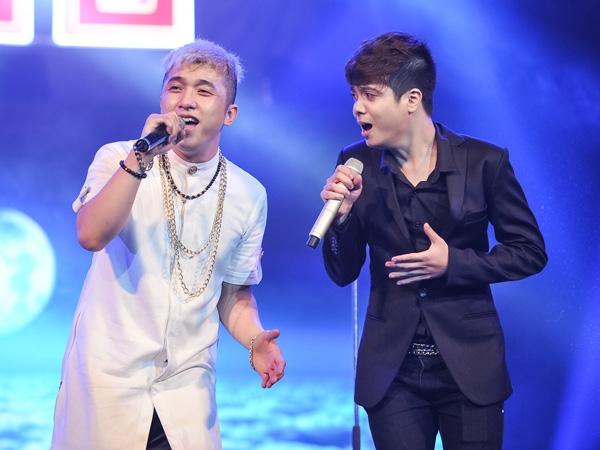Bùi Anh Tuấn và Yanbi trên sân khấu
