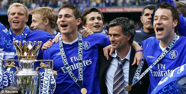 Jose Mourinho đưaChelsea lên chức vôđịchPremier League sau 50 năm nhờ những thương vụ khổng lồ sau khi Abramovich đến.