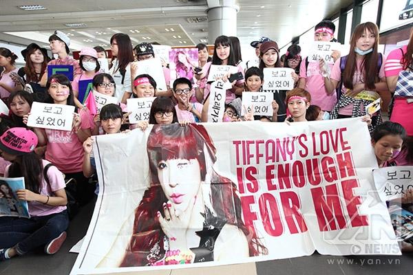 Fan của cô nàng Tiffany đang rất nóng lòng, liên lục hô to tên thần tượng xinh đẹp.