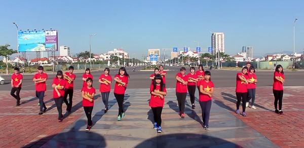 Với những đoạn clip không chuyên tự quay bằng điện thoại hoặc máy ảnh du lịch được gửi đến ban tổ chức, các bạn trẻ đã làm sáng lên được thông điệp của ca khúc là muốn mang những bạn trẻ Việt đến gần nhau hơn và làm lan tỏa được tinh thần yêu nước trong cộng đồng.
