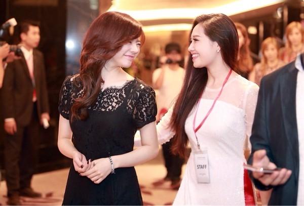 Sunny rạng rỡ bên MC Ngọc Trang