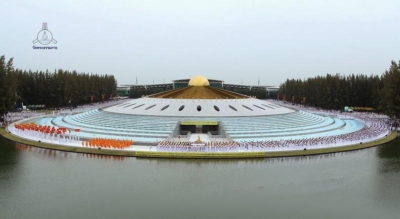 Bất ngờ với 1 triệu tượng phật vàng tại điện thờ khổng lồ Thái Lan
