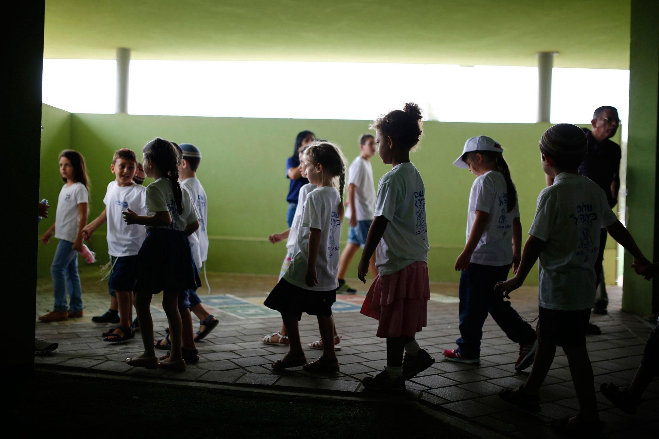 Ngày đầu tiên đến trường của trẻ em trên toàn thế giới
