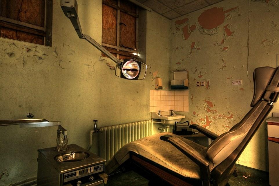 Bệnh viên tâm thần bỏ hoang vừa rùng rợn vừa ma quái