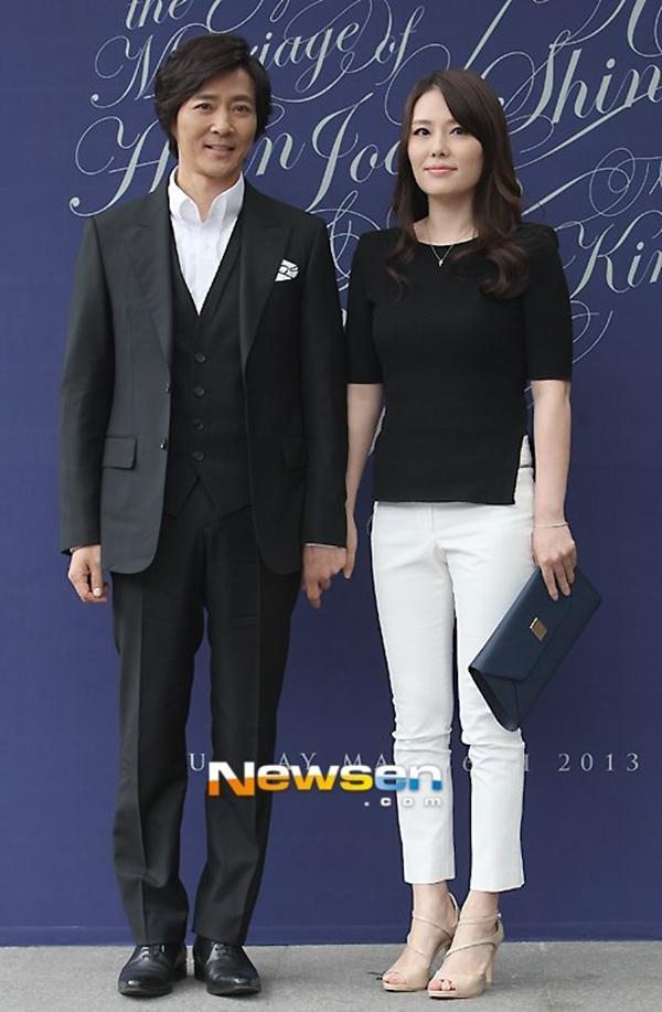 """Cuộc hôn nhân giữa Choi Soo Jong và Ha Hee Ra dù đã rạn nứt nhưng vẫn """"lung linh"""" trong mắt công chúng Hàn."""