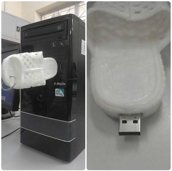 Quần chip Facebook và USB dép tổ ong gây xôn xao