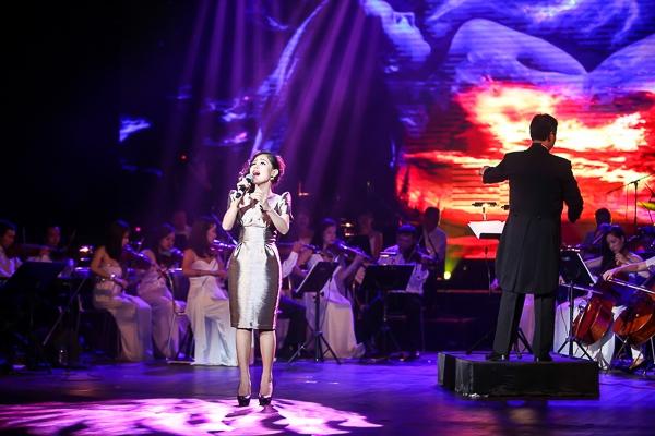 Hoàng Quyên là nữ ca sĩ đại diện cho thế hệ lớp trẻ tham gia đêm nhạc Hair Sonata. Cô mang tới những ca khúc từng được nhiều khán giả yêu thích: Như chưa bắt đầu, Giấc mơ mang tên mình.