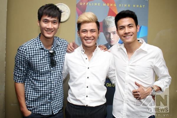 2 thành viên trong nhóm nhạc Mcode mà Gin Tuấn Kiệt từng tham gia cũng đến để chung vui với cậu em nhỏ.