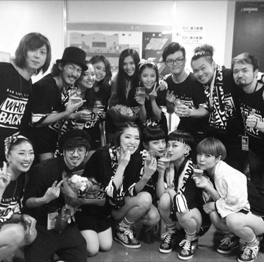 BoA khoe hình cùng ekip tại concert ở Nhật