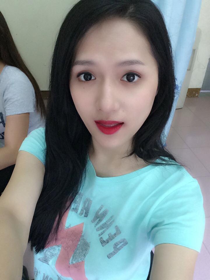 """Hương Giang Idol """"phụng phịu"""" nhõng nhẽo vì muốn được đi chơi Trung Thu cùng gia đình tại Hà Nội."""