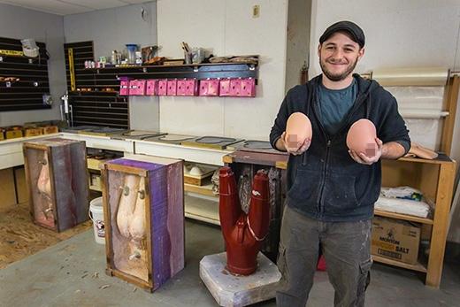 Adam Ramos bên cạnh những sản phẩm của mình