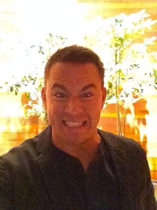 """Channing Tatum tỏ ra thích thú và vui mừng khi tham gia vào chương trình """"Ellen"""". Anh đã thể hiện trọn vẹn niềm vui qua gương mặt hài hước của mình."""