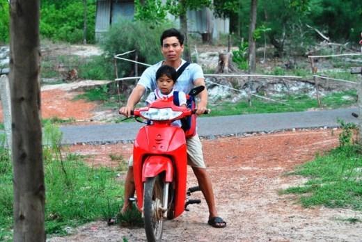 Người duy nhất ở Việt Nam sống nhờ sạc điện vào tim