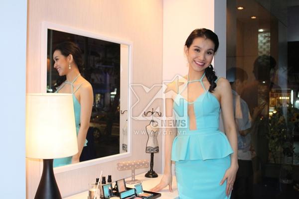 Trong sự kiện diễn ra vào đêm 10/9 vừa qua, ngoài việc công bố gương mặt thắng cuộc sẽ đồng hành cùng Kim Won Bin và Song Ji Hyo còn có sự xuất hiện của hoa hậu Thùy Lâm