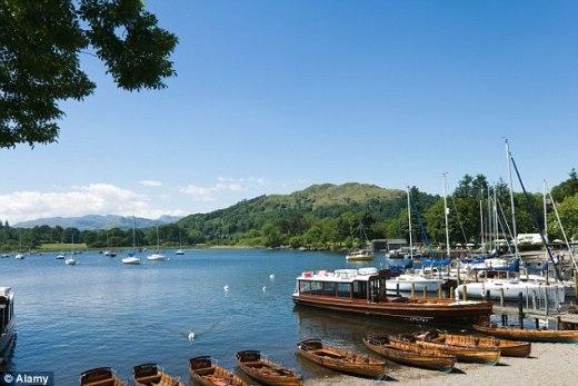 Quái vật hồ Loch Ness bất ngờ xuất hiện trở lại