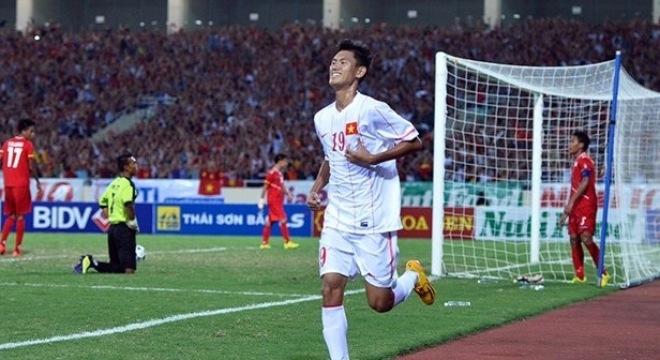 Cầu thủ trẻ từ lò đào SHB Đà Nẵng mặc dù mới lên tuyển nhưng thường xuyên được HLV Graechen bố trí đá chính.