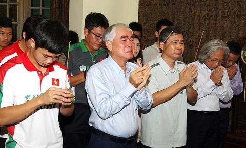 Chủ tịch Lê Hùng Dũng xúc động đến trào nước mắt trước anh linh của Đại tướng