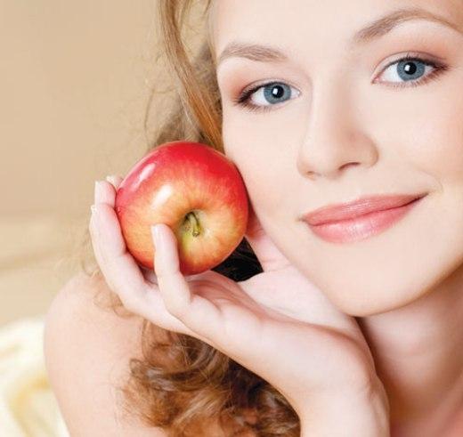 Đẹp rạng ngời với mặt nạ từ quả táo