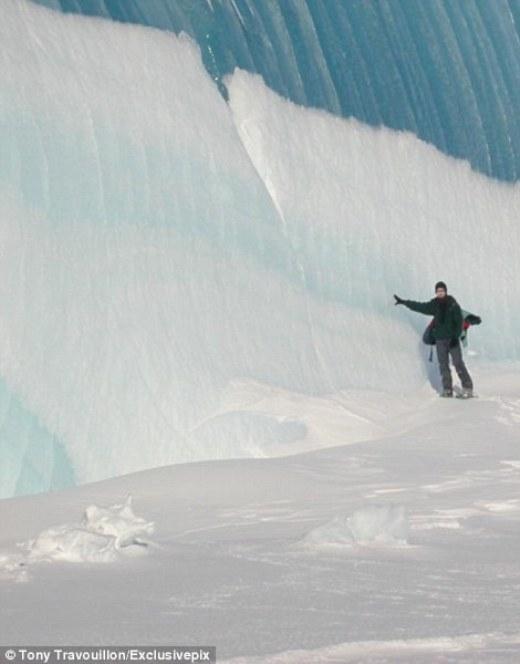 """Kỳ thú """"sóng đóng băng"""" ở Nam Cực"""