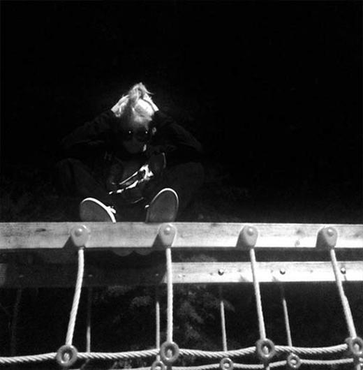CL khoe hình đầy bí ẩn giữa đêm khuya