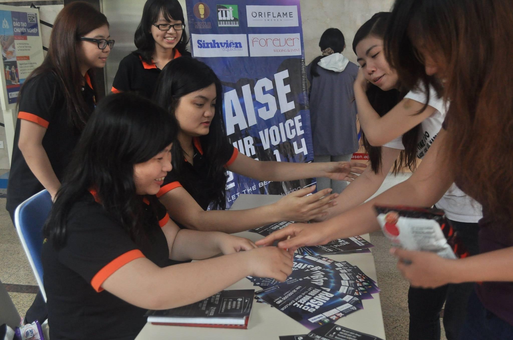 Raise Your Voice 2014 : Cuộc thi âm nhạc cho sinh viên đam mê ngoại ngữ