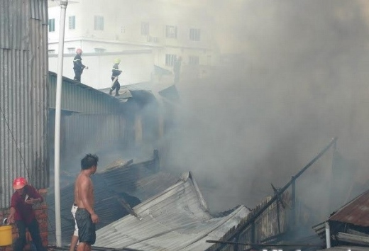 Cận cảnh vụ cháy kinh hoàng thiêu trụi 11 căn nhà Long Xuyên