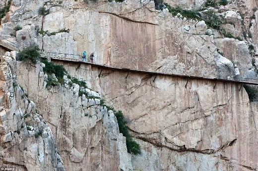 Lối đi bộ nguy hiểm nhất thế giới hoạt động trở lại