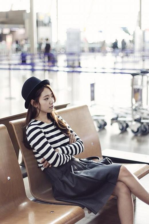 Park Shin Hye khoe hình nhìn xa xăm cực dịu dàng