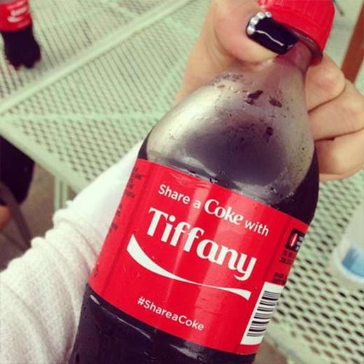 Tiffany mới tham gia Instagram nên hào hứng khoe hình ảnh. Cô nàng cực kỳ hứng thú với chai coca có tên của mình
