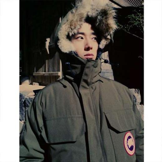 """Jung Il Woo không thích nghi được sự thay đổi của thời tiết, anh đăng tải hình ảnh và nói rằng: """"Trời lạnh quá"""""""