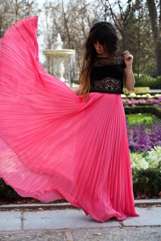 Biến tấu váy xếp ly đa phong cách
