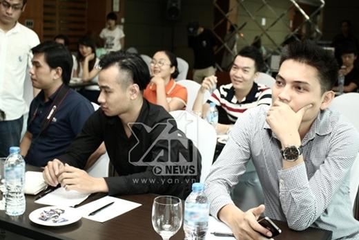 Rất nhiều anh chị phóng viên đã tham gia vào buổi họp báo.