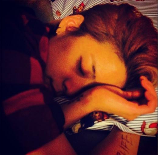 Sau ngày sinh nhật, Amber chúc các fan ngủ ngon bằng tấm hình đáng yêu và cám ơn những lời chúc trong ngày sinh nhật