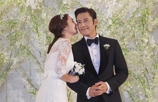 Lee Min Jung và Lee Byung Hun hạnh phúc trong ngày cưới