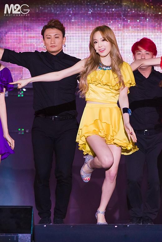 Trưởng nhóm Taeyeon tự tin và quyến rũ trên sân khấu