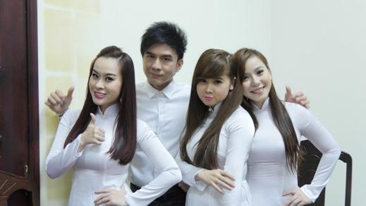 Anh Bo và nhóm Mắt Ngọc đều diện áo trắng như học sinh - Tin sao Viet - Tin tuc sao Viet - Scandal sao Viet - Tin tuc cua Sao - Tin cua Sao