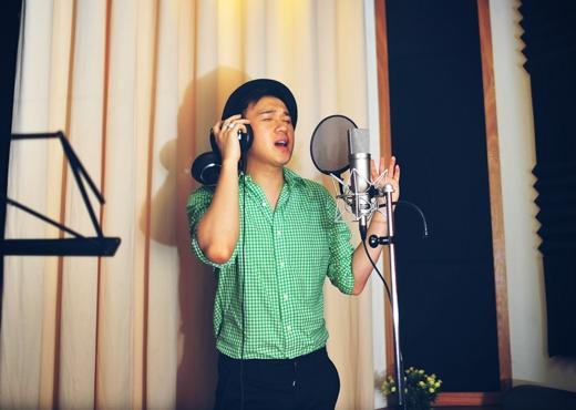 """Song song với bản audio, Dương Triệu Vũ còn thực hiện thêm một MV cho """"Những giấc mộng dài"""". Đặc biệt, video clip này còn có sự tham gia của hot girl Mai Hồ - bạn gái cũ của MC Trấn Thành và hot boy Hoàng Quý. - Tin sao Viet - Tin tuc sao Viet - Scandal sao Viet - Tin tuc cua Sao - Tin cua Sao"""