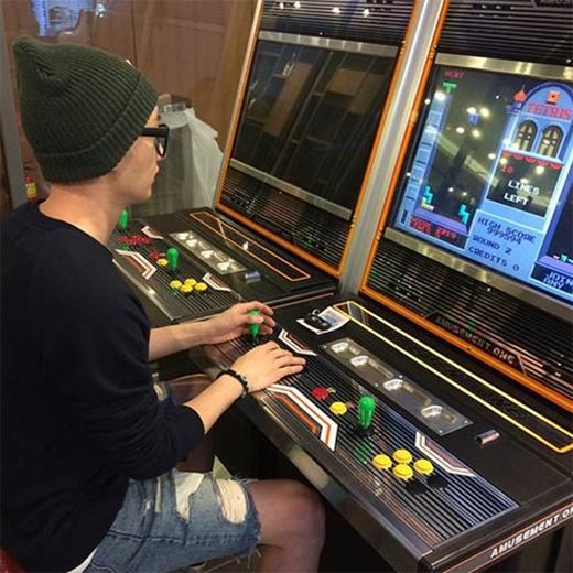 Eunhyuk cực chăm chú khi chơi game