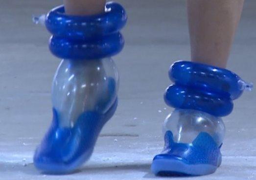 Giày hơi siêu bền, vừa êm ái, thoải mái mà trông cũng khá thời trang đấy chứ!