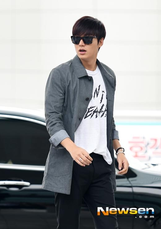Một số hình ảnh của Lee Min Ho tại sân bay Incheon sáng nay (26/9) khi lên đường sang Singapore tham dự sự kiện thời trang
