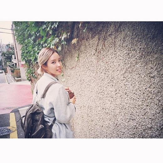 Hyomin nhí nhảnh dạo phố chụp hình cho tạp chí