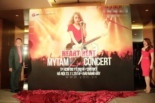 """""""Mỹ Tâm live concert Heart Beat""""chính là bí mật mà Mỹ Tâm giữ kín bấy lâu nay. Dự kiến live concert sẽ thu hút từ 20 đến 30 ngàn khán giả tại một sân vận động. Như vậy, với 2 sân vận động Hà Nội và TP HCM, lượng người được xem liveshow miễn phí lên tới 60 ngàn người. Đây là một kỷ lục mới của showbiz Việt. - Tin sao Viet - Tin tuc sao Viet - Scandal sao Viet - Tin tuc cua Sao - Tin cua Sao"""