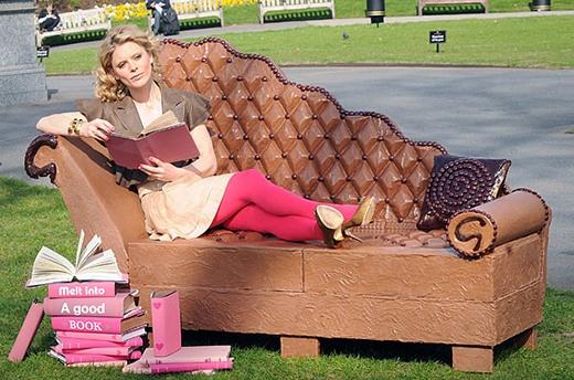 Một chiếc ghế sofa 250kg hoàn toàn làm bằng chocolate