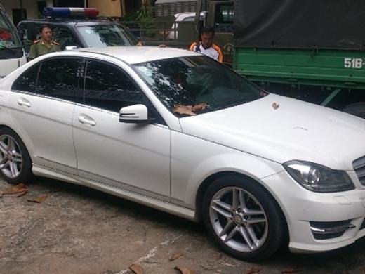 Chiếc xe gây tai nạn được cho là của người mẫu Thanh Hằng - Tin sao Viet - Tin tuc sao Viet - Scandal sao Viet - Tin tuc cua Sao - Tin cua Sao