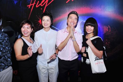Trong một buổi giới thiệu khác, Thúy Vinh xuất hiện cùng Mr.Đàm - Tin sao Viet - Tin tuc sao Viet - Scandal sao Viet - Tin tuc cua Sao - Tin cua Sao