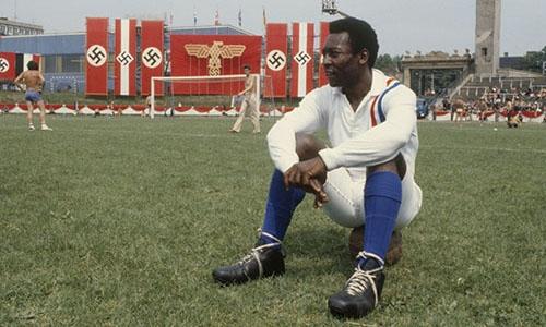 Vua bóng đá Pele sắm một vai rất quan trọng trong Escape to Victory