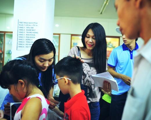 Đây là hoạt động tiếp nối trong chuỗi hoạt động kỷ niệm 1 năm thương hiệu Vua Biển của ca sỹ Đàm Vĩnh Hưng, phối hợp với phòng khám Care thực hiện.